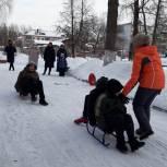 Сторонники партии «Единая Россия» передали детскому приюту спортивный инвентарь