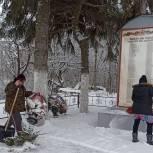 Михайловские единороссы провели субботники у мемориалов и памятников