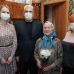 Единороссы поздравляют долгожителей с юбилеями