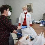 Ольга Сынкина передала чайные наборы саратовским врачам