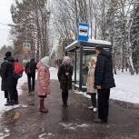 Единороссы проконтролировали качество расчистки от снега остановок в Королёве