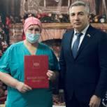 Эдуард Омаров в преддверии Рождества посетил врачей тюменского моноинфекционного госпиталя