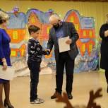 Школьники Тайги получили именные стипендии