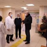 Краснознаменские партийцы поздравили медработников с праздником и вручили подарки