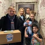 Владимир Жук передал продуктовые наборы жителям Дзержинского