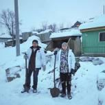 В Кузбассе молодогвардейцы рассортировали и перенесли 1,5 тонны угля
