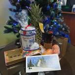 Сергей Неверов и Артем Туров передали подарочные наборы медикам, работавшим в новогоднюю ночь