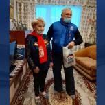 Кузбасские единороссы вручили оборонявшим Ленинград ветеранам продуктовые наборы