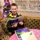 Никита Чаплин в Мытищах подарил планшеты двум мальчикам в рамках акции «Елка желаний»
