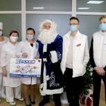 Волонтеры поздравили пациентов детского отделения Луховицкой больницы со Старым Новым годом