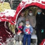 В Шаховской Татьяна Сердюкова встретилась с детьми и подарила им подарки