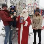 Депутаты передали подарки победителям новогодних онлайн-конкурсов
