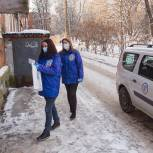 Волонтеры доставляют горячие обеды и средства защиты медикам, лекарства и продуктовые наборы - жителям регионов