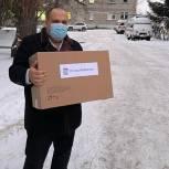 Мокшанский район: Алексей Елисеев вручил подарки детям врачей
