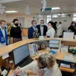 Владимир Шапкин с щелковскими депутатами посетил пункт вакцинации
