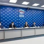 В «Единой России» предложили привлекать студентов-педагогов для помощи учителям в период пандемии во всех регионах страны
