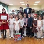 Сергей Носов вручил сертификат на приобретение музыкальных инструментов детской школе искусств им. В.А. Барляева