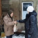 Депутаты Михайловского района помогают сельским жителям и медикам