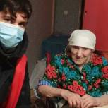 Пензенские волонтеры подарили пенсионерке регулируемое кресло-коляску