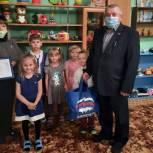 Воспитанники детского сада получили наборы для рисования