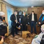 Депутаты-единороссы облдумы оказали помощь семье погорельцев