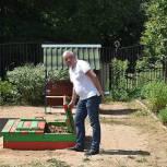 Тарас Ефимов проверил установку новых игровых элементов в детском саду Балашихи