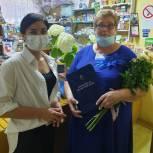 Регина Юдина вручила почётную грамоту сельскому почтальону