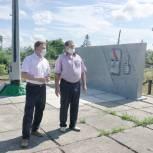 Ход благоустройства памятника в Кневичах оценил спикер краевого парламента