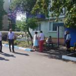 Дмитрий Грачев поможет жителям Калининска с благоустройством дворовой территории