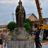 В Кадоме установили памятник Герману Аляскинскому
