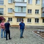 Дамир Фахрутдинов проверил ход работ по реконструкции придомовых территорий