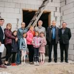 Многодетная семья из Исетского района станет двадцатой, для которой «Единая Россия» построит дом