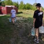 Волонтеры помогли одинокой пенсионерке благоустроить придомовую территорию