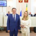 Удостоверение и знак депутата Законодательного Собрания Пензенской области вручено Наталье Назаровой