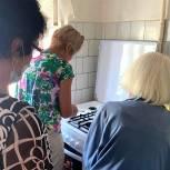 Хабаровские волонтеры помогли установить газовую плиту в доме труженицы тыла