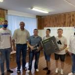 Молодогвардейцы передали школам Ирбита спортивный инвентарь