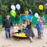 Волонтеры навестили многодетную семью Костоевых и организовали для детей праздник