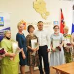 В Солнечногорске партийцы поздравили работников почты с профессиональным праздником