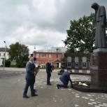 В поселке Шилово благоустраивают мемориальный комплекс