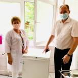 Депутаты Мособлдумы передали поликлиникам Люберец холодильники для хранения вакцин