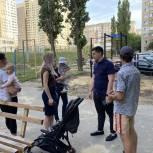 Александр Бондаренко помог жителям Ленинского района с приобретением и установкой спортивных элементов на детскую площадку