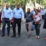 В Металлургическом районе провели инспекцию работ по ремонту внутридворового проезда по адресу ул. 60 лет Октября, 10.