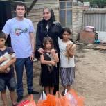 В Хасавюрте активисты единого волонтерского штаба поздравили многодетную семью с праздником