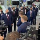 Председатель Правительства России Михаил Мишустин осмотрел экспозицию компании «СтанкоМашСтрой»