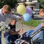 Молодогвардейцы поздравили с Днем семьи, любви и верности жителей Екатеринбурга