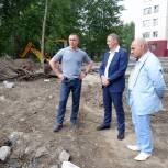 Сергей Романов проверил качество ремонтных работ в тюменских дворах