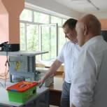 Депутат регионального парламента вручил роботехнические наборы школам Орджоникидзевского района
