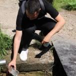 Активисты молодежного «Экопатруля» взяли пробы воды в селе Хрущево