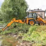Владимир Ружицкий проинспектировал очистку пруда в поселке Томилино