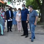 Во дворе на улице Станкозаводской провели ремонт участка дороги